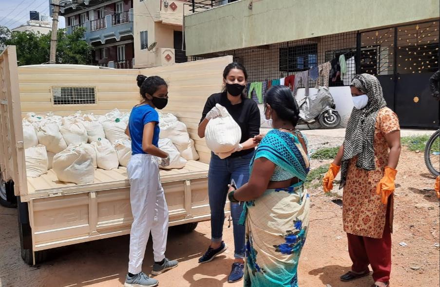 Ration Square volunteers Anvi Mittal and Priyal Jain distributing ration kits at KR Puram